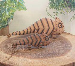マダガスカル木彫りオブジェ カメレオン2匹